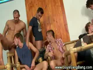 Lovely twinks sürmek and sordyrmak dicks together for fun
