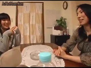 Млад съпруга и млад майка in-law сцена 1(censored)