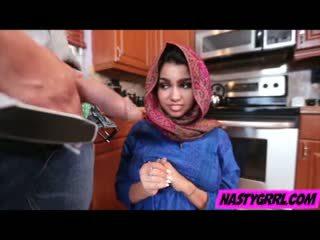 Hijab wearing muslim टीन ada creampied द्वारा उसकी नई मास्टर