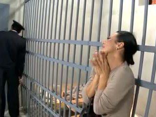 Video- 594 prisoner hustru fan