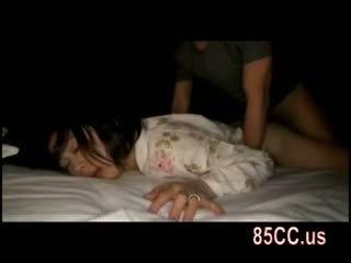 Hustru körd av husbands vän på den säng 05