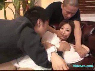 Asiatisk jente i hvit kjole getting henne pupper rubbed fitte slikk