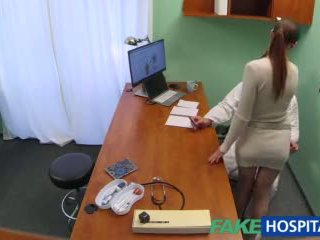Fakehospital docteur gets sexy patients chatte humide
