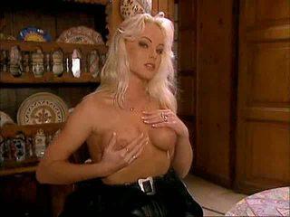 Silvia saint seks tiga orang