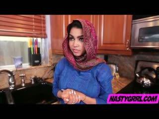 Hijabi prawan ada has to suck kontol and obey