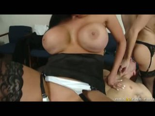Fleshly audrey bitoni cant live without to see alettas hole getting plowed līdz a milzīgs loceklis