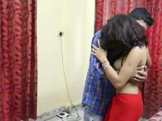Desi milf's ציצים fondled באמת קשה על ידי salesman ## hindi חם קצר סרט