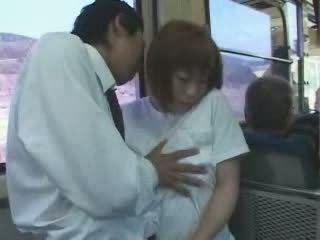 Eldre japansk barmfager mamma famlet og knullet i buss video