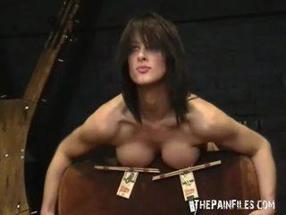 Barmfager binding av daniela i hardcore nipple clamp