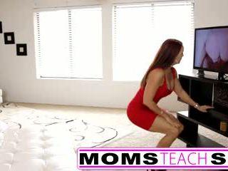 步 媽媽 fucks 兒子 在 熱 三人行 性別 tape