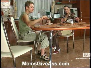 彙編 的 emilia, gilbert, benjamin 由 媽媽 給 屁股
