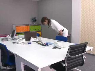 Biuro miód maki's szef takes na zewnątrz vibrators i tunes w górę jej sutki i cipka