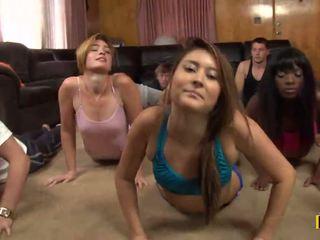 Yoga kelas adalah cancelled sebagai sebuah daffy xxx pesta adalah taking tempat