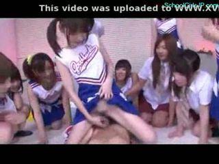 เด็กนักเรียนหญิง และ cheerladers rubbing guy ควย ด้วย ของพวกเขา pussi