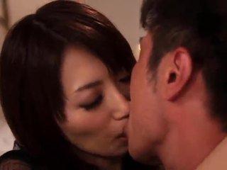 Saki kouzai the sensuous milfka takes výhoda na a younger gombík