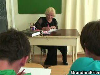 Two studs jāšanās vecs skola skolotāja