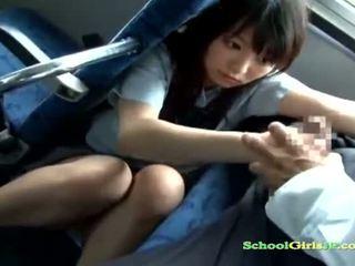Koulutyttö vauva getting hänen suu perseestä imevien a guy pois