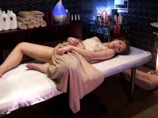 Mosaic: কলেজ বালিকা reluctant যৌন উত্তেজনা দ্বারা masseur