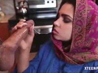 Middle eastern thiếu niên ada gives đầu và gets ripped cứng