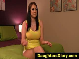 bruneta, velká prsa