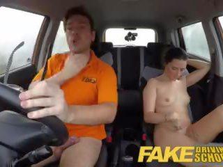 realidad, sexo en el auto, besos