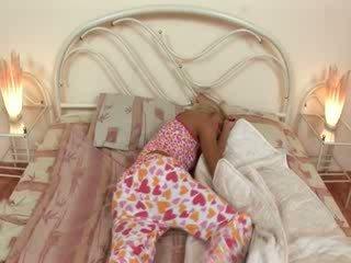 Blondie jerkingoff off trước một ngủ