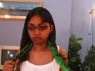 Virgin 女の子 インディアン geeta