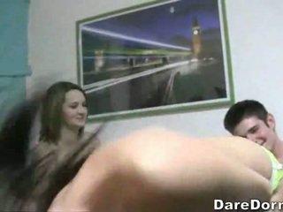 W a pokój z five napalone college pisklęta