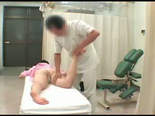 Tirkistelijä aasialaiset vauva alaston breast suihinotto masturbation vakooja hieronta orgasmia seksi
