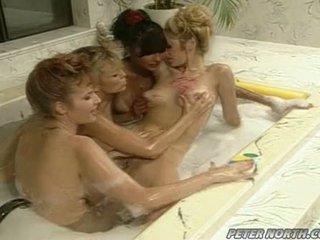 Anna malle і tiffany mynx на a зіпсована кругла ванна кімната session з деякі girlfriends