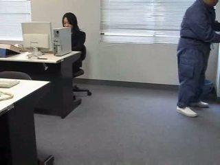Molested स्लीपिंग ऑफीस महिला