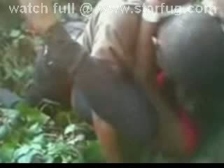 ถูกบังคับ เพศสัมพันธ์ ใน ป่า