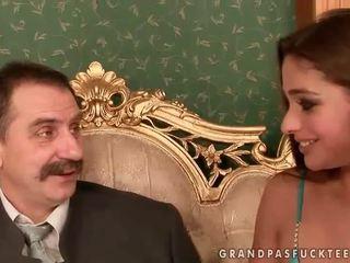 Cathy heaven enjoys sexo com avô