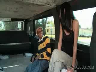Štíhlý bruneta amatér na koni the autobus pro a tvrdéjádro souložit