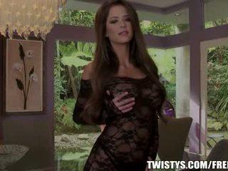 Emily addison strips di luar dari dia bodysuit