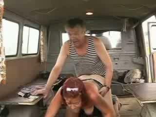 Vecchio homeless marinaio pene drilling sexy rossa ragazza
