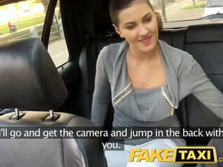 Faketaxi ghế sau giới tính trên công khai roadside