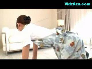 Azafata getting su coño follada corrida a pantis en la