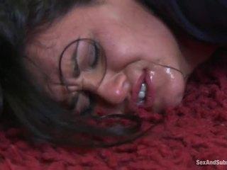 Tettona babes ottenere punito da hung policeman