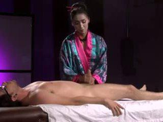 Owadan aziýaly geisha (full massaž with aýak bilen oýnamak)