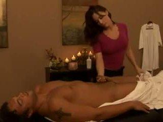 големи цици, отлежава, масаж