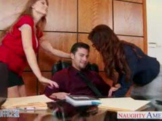 मिल्फ ऑफीस लड़कियां darla crane और syren de mer शेयर डिक