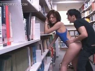 Raamatukogu hardcore keppimine koos kuum aasia tramp sisse