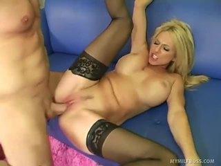 hardcore sex, fajčenie, blondínky