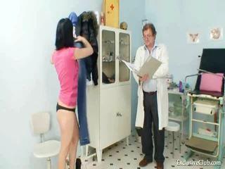 Pavlina gyno muff reflektors investigation par ģinekoloģiskais krēsls pie ekscentriskas clinic