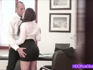 Karštas sekretorė pakliuvom sunkus iki jo bosas