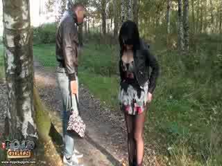 Vulgare outdoors seks video i bërë në park