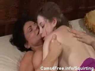 Quente milf deauxma squirts em sunny lane!