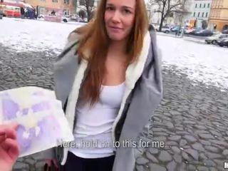Tjekkisk ludder dominika flashes henne pupper