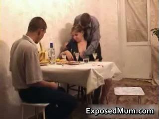 Caldi mamma seducing men a having sesso